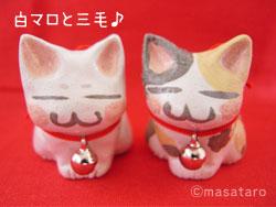 猫の印鑑立て:白マロと三毛
