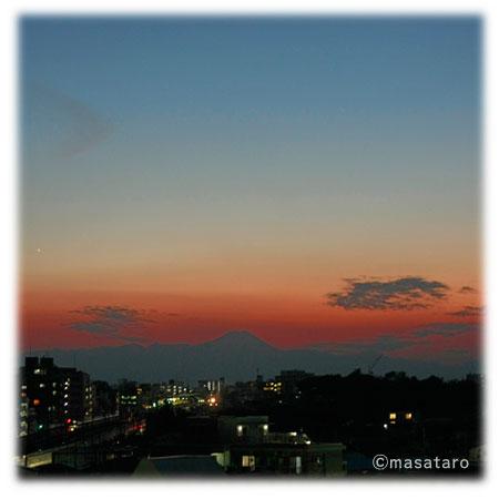 夕暮れ時にみた富士山