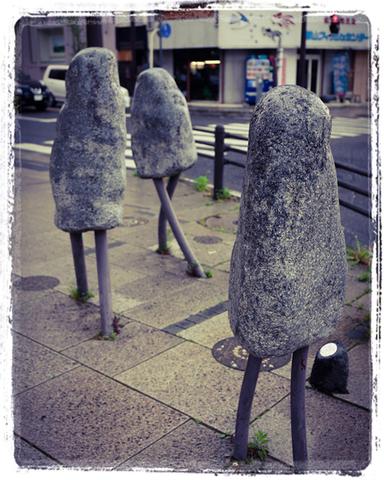 タイトル 「歩き出す街」1995年 作 小泉隆  別名 「郡山くん」